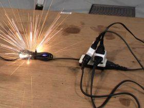 タコ足配線による電源コードの事故