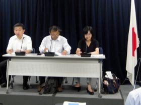 記者発表する消費者機構日本